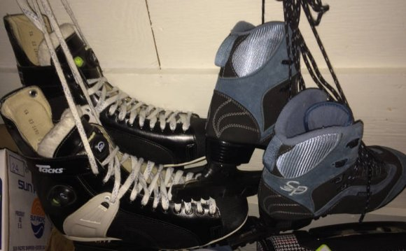 CCM SP 100 figure skates for