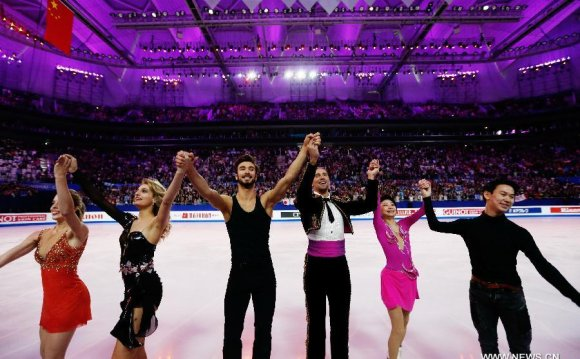 (From L to R) Ashley Wagner of