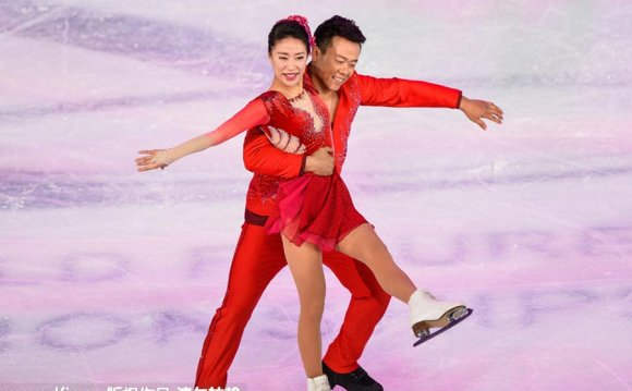 Chinese figure skating couple